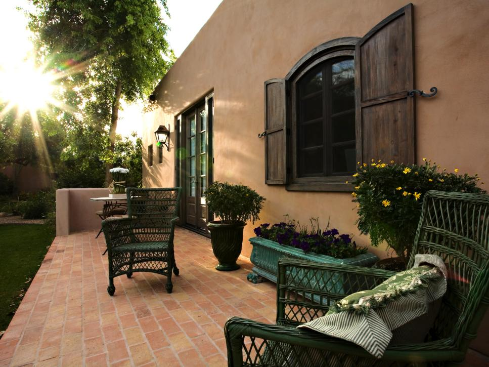 DP_Robert-mission-patio_s4x3.jpg.rend.hgtvcom.966.725